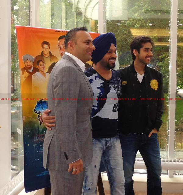 11sep breakawayphotocall01 Speedy Singhs Photo Call in London!