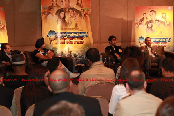11sep breakawaypress06 Special Report: Speedy Singhs Press Conference London!