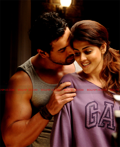 11sep forceexclusive01 Exclusive New Stills of Genelia and John from Force!