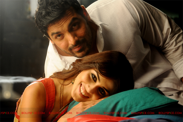 11sep forceexclusive03 Exclusive New Stills of Genelia and John from Force!