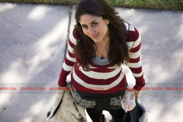 11sep kareena onsetETT Exclusive still of Kareena from Ek Main Aur Ekk Tu!