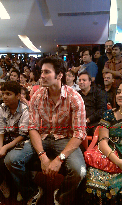 11sep mainhoonkrishna01 Hrithik and Katrina at Main Krishna Hoon Music Launch