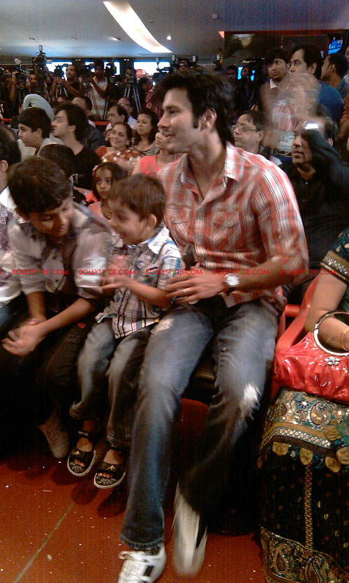 11sep mainhoonkrishna02 Hrithik and Katrina at Main Krishna Hoon Music Launch