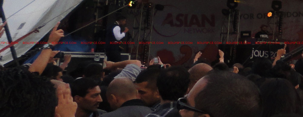 11sep mela jaysean06 Exclusive Report: London Mela and Jay Sean!