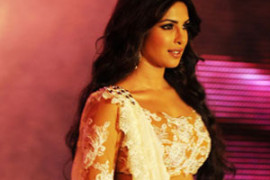 11sep_priyanka-catwalk00