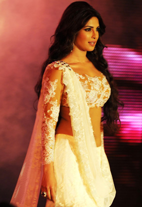 11sep priyanka catwalk01 Priyanka Chopra the showstopper!