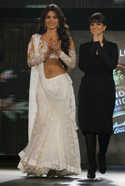 11sep priyanka catwalk05 Priyanka Chopra the showstopper!