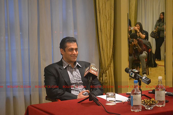 11sep salman uk pressconf011 Salman Khans London Press Conference Exclusive Report!