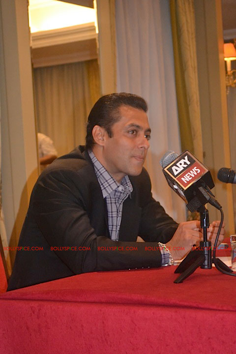 11sep salman uk pressconf04 Salman Khans London Press Conference Exclusive Report!
