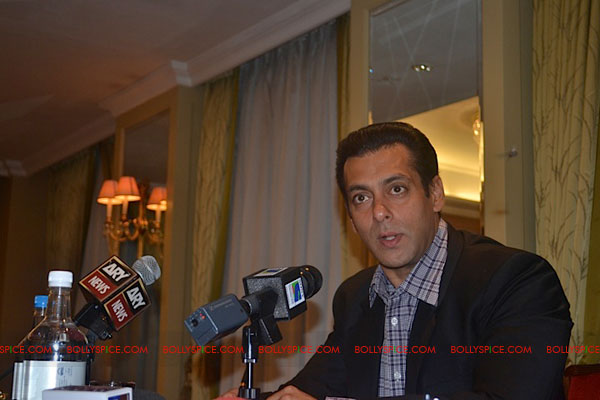 11sep salman uk pressconf05 Salman Khans London Press Conference Exclusive Report!