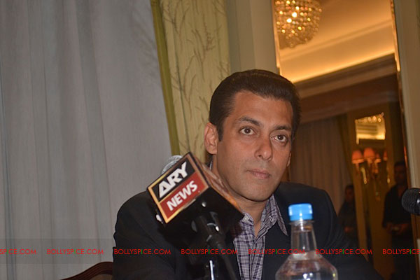 11sep salman uk pressconf07 Salman Khans London Press Conference Exclusive Report!