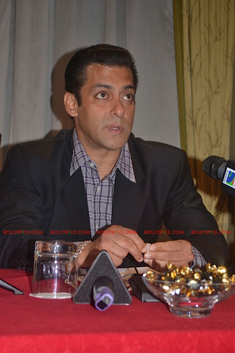 11sep salman uk pressconf10 Salman Khans London Press Conference Exclusive Report!