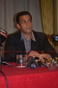 11sep salman uk pressconf11 200x300 Salman Khans London Press Conference Exclusive Report!
