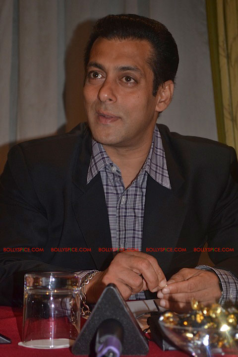 11sep salman uk pressconf12 Salman Khans London Press Conference Exclusive Report!