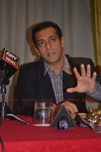 11sep salman uk pressconf13 200x300 Salman Khans London Press Conference Exclusive Report!