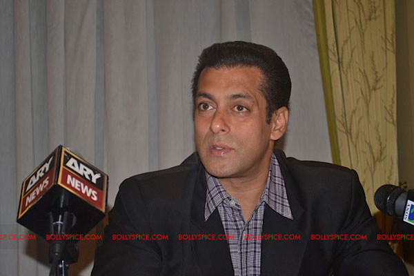 11sep salman uk pressconf14 Salman Khans London Press Conference Exclusive Report!