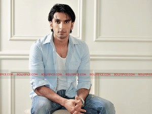 11sep single ranveer 300x225 No time to date – Ranveer Singh