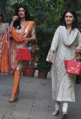 11oct aish baby shower05 Aishwarya Rai Bachchan's star studded Baby Shower!