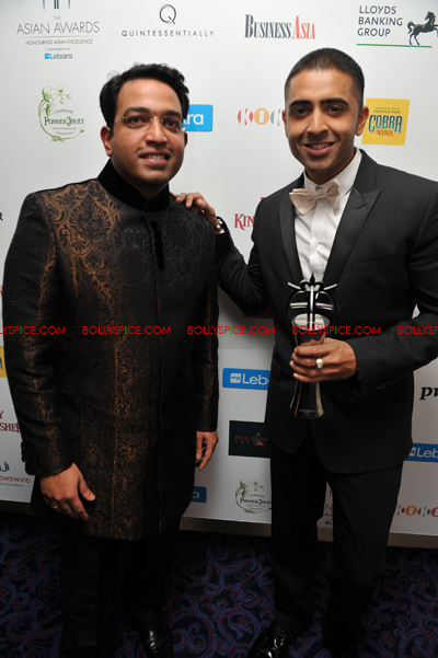 11oct asianawards 01 Akshay Kumar, Asha Bhosle and Jay Sean and many others honored at the Asian Awards