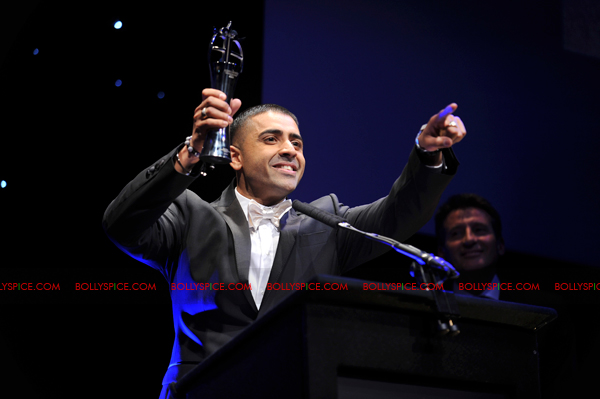 11oct asianawards 09 Akshay Kumar, Asha Bhosle and Jay Sean and many others honored at the Asian Awards
