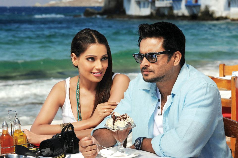 11oct jodi breakers stills01 First look at  Bipasha and Madhavan in Jodi Breakers!