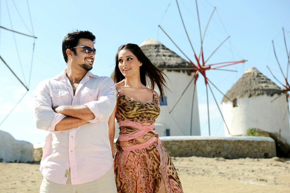 11oct jodi breakers stills03 First look at  Bipasha and Madhavan in Jodi Breakers!