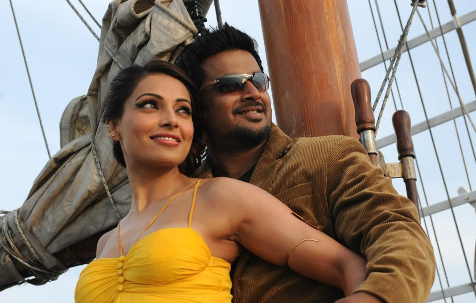 11oct jodi breakers stills04 First look at  Bipasha and Madhavan in Jodi Breakers!