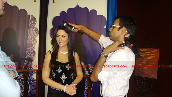11oct kareenawax 10 Kareenas wax statue unveiled!