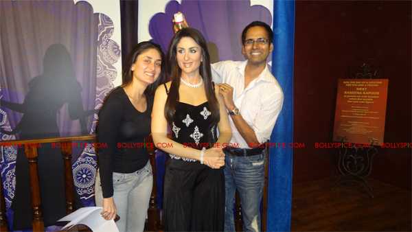 11oct kareenawax 12 Kareenas wax statue unveiled!