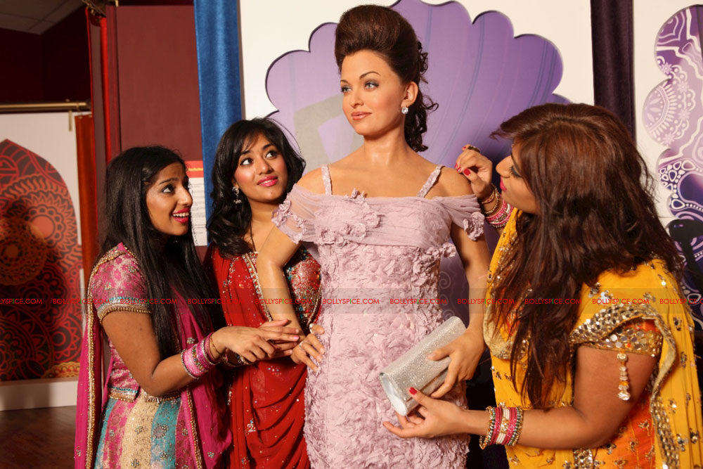 11oct madametussauds04 Exclusive! New Aishwarya statue and more revealed at Madame Tussauds Blackpool aka Bollypool!