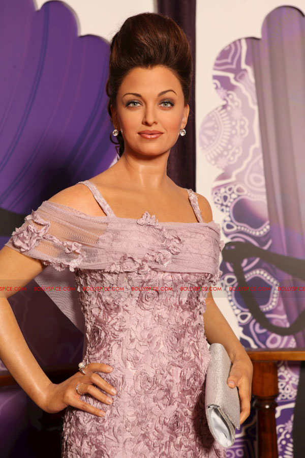 11oct madametussauds05 Exclusive! New Aishwarya statue and more revealed at Madame Tussauds Blackpool aka Bollypool!