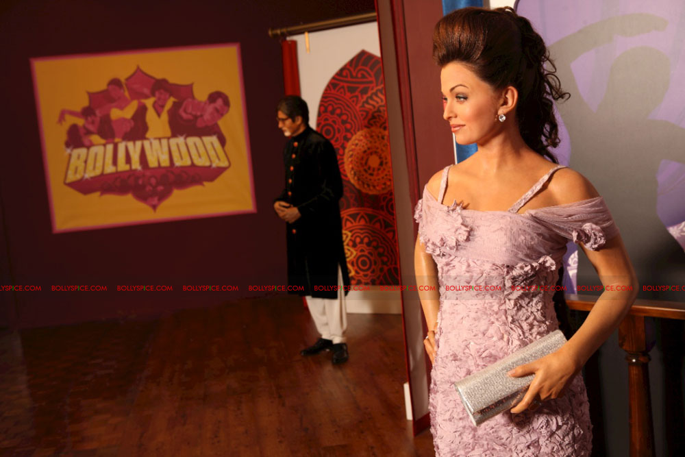 11oct madametussauds06 Exclusive! New Aishwarya statue and more revealed at Madame Tussauds Blackpool aka Bollypool!