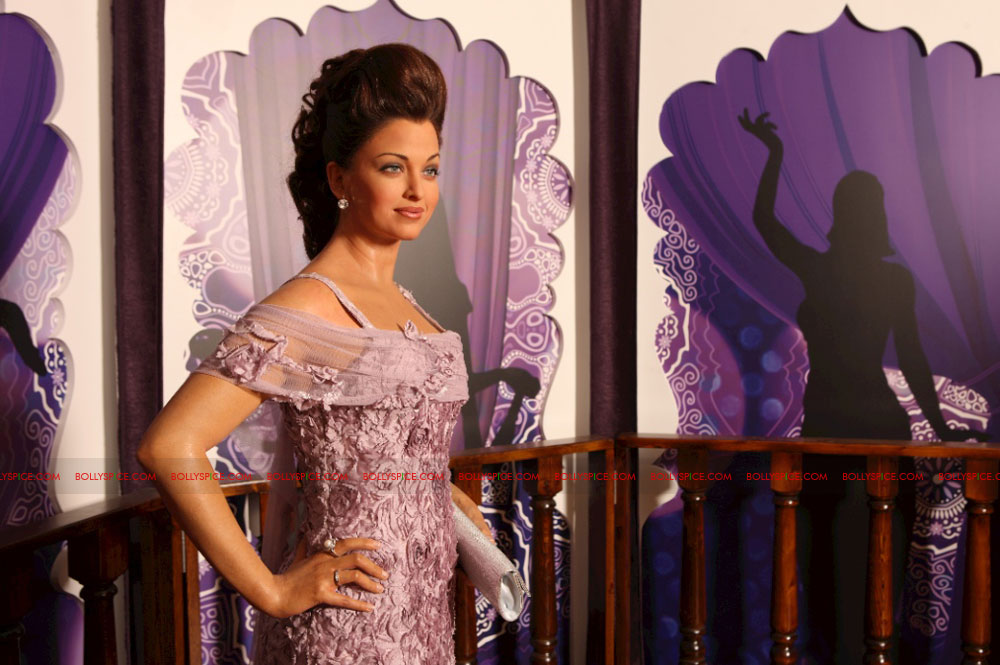 11oct madametussauds07 Exclusive! New Aishwarya statue and more revealed at Madame Tussauds Blackpool aka Bollypool!