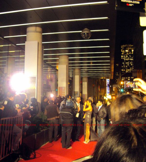 11oct ra1 toronto redcarpet031 Chasing G.One – Ra.One Toronto Premiere Fan Diary
