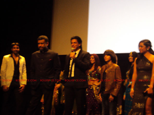 11oct ra1 toronto redcarpet051 Chasing G.One – Ra.One Toronto Premiere Fan Diary