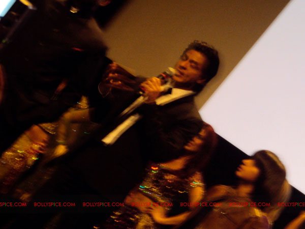 11oct ra1 toronto redcarpet061 Chasing G.One – Ra.One Toronto Premiere Fan Diary