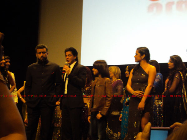 11oct ra1 toronto redcarpet081 Chasing G.One – Ra.One Toronto Premiere Fan Diary