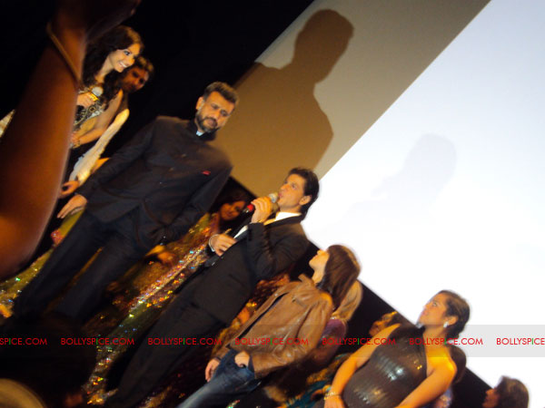 11oct ra1 toronto redcarpet091 Chasing G.One – Ra.One Toronto Premiere Fan Diary
