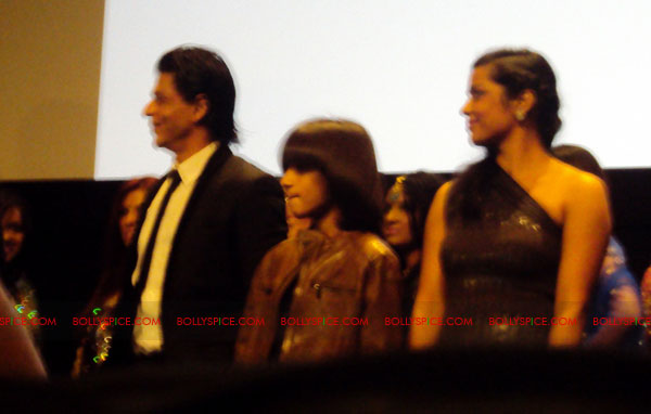 11oct ra1 toronto redcarpet101 Chasing G.One – Ra.One Toronto Premiere Fan Diary