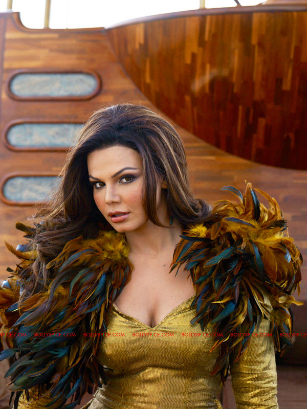 11oct rakhiamusedmalfuntn Rakhi Sawant amused over 'forced' wardrobe malfunction!