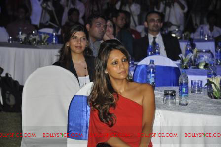 11oct raone vw02 Ra.One Volkswagen Phaeton event with Shah Rukh and Gauri Khan