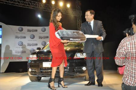 11oct raone vw03 Ra.One Volkswagen Phaeton event with Shah Rukh and Gauri Khan