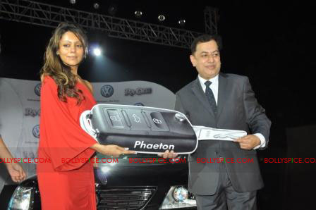 11oct raone vw04 Ra.One Volkswagen Phaeton event with Shah Rukh and Gauri Khan