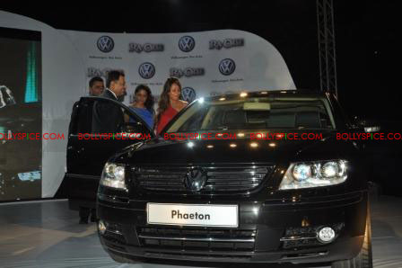 11oct raone vw05 Ra.One Volkswagen Phaeton event with Shah Rukh and Gauri Khan