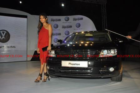 11oct raone vw07 Ra.One Volkswagen Phaeton event with Shah Rukh and Gauri Khan
