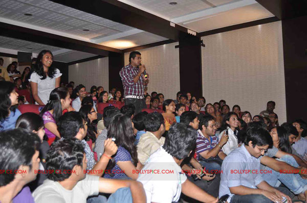 11oct rockstarNMIMS03 Ranbir Kapoor & team Rockstar makes NMIMS students go berserk!