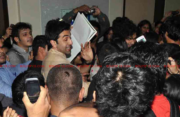 11oct rockstarNMIMS07 Ranbir Kapoor & team Rockstar makes NMIMS students go berserk!