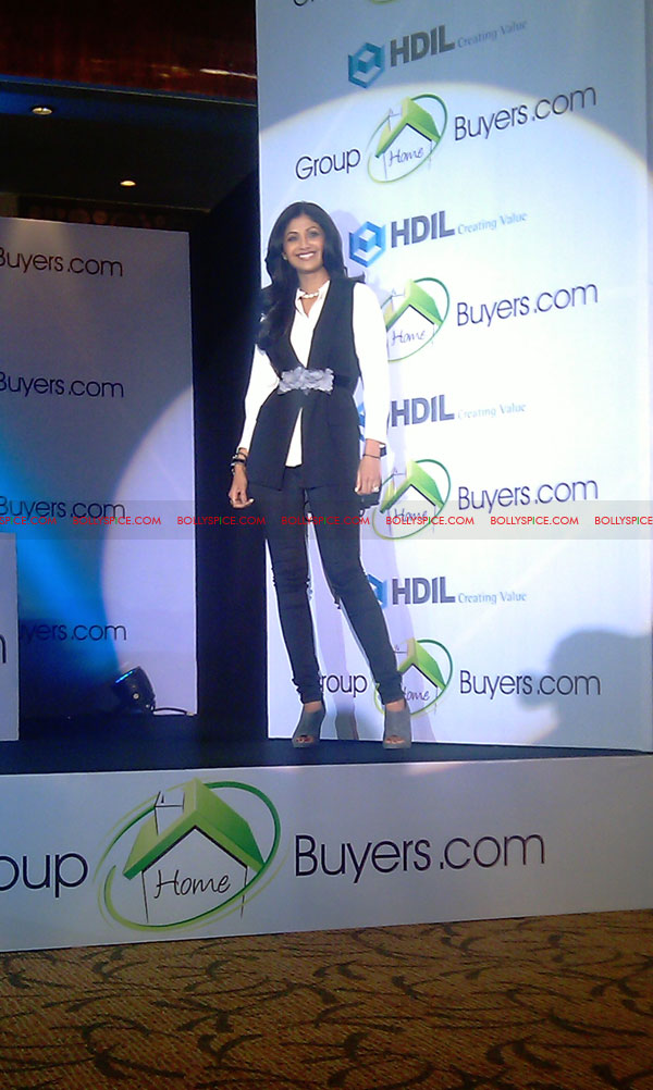 11oct shilpa shetty HBG06 Exclusive! Shilpa Shetty launches her real estate ecommerce venture