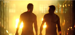 Screen Shot 2011 10 15 at 11.40.05 AM 300x142 Akshay Kumar's hot new avatar in 'Desi Boyz' sends temperatures soaring!