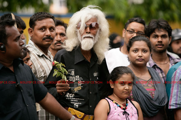 11nov LVRB MFHussain02 M. F. Husain on the sets of Ladies v/s Ricky Bahl?